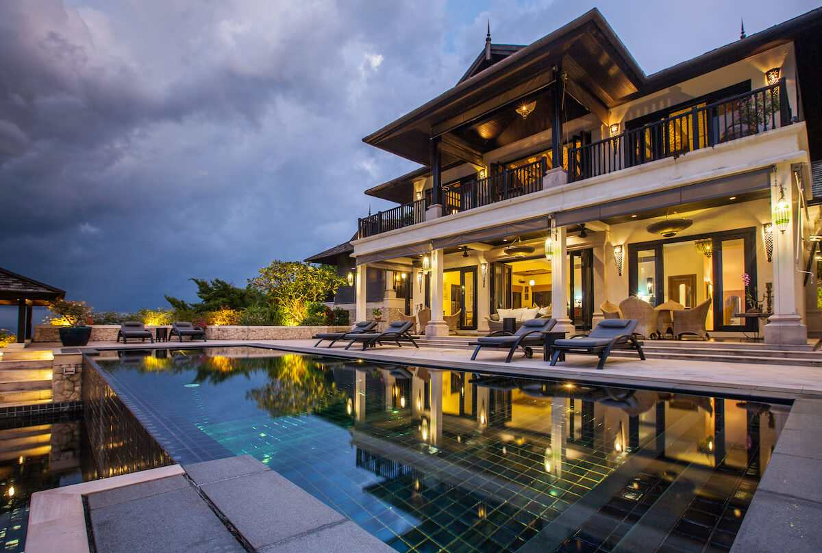 are timeshares scams: Luxury villa with a big swimming pool